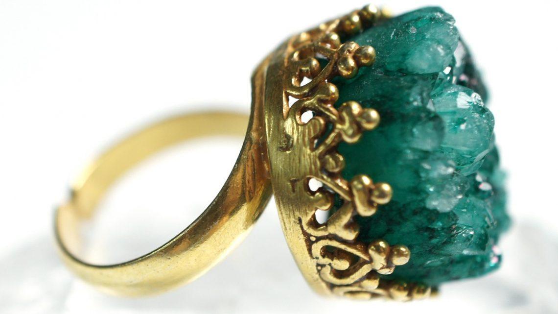 Comment nettoyer des bijoux en plaqué or ?