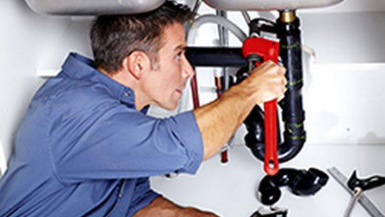 Qui a la charge des frais de plombier ?