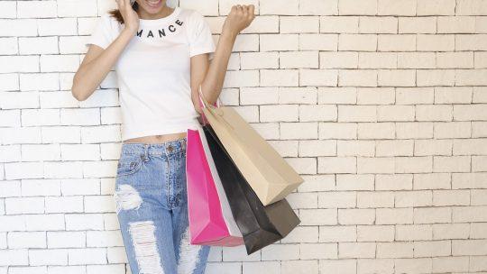 Les sacs personnalisés sont des cadeaux principaux des salons professionnels