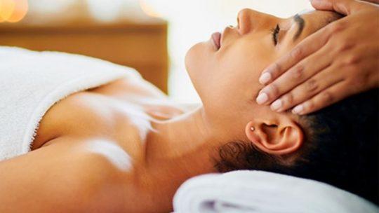 Hypno-massage pour la thérapie du corps et de l'esprit